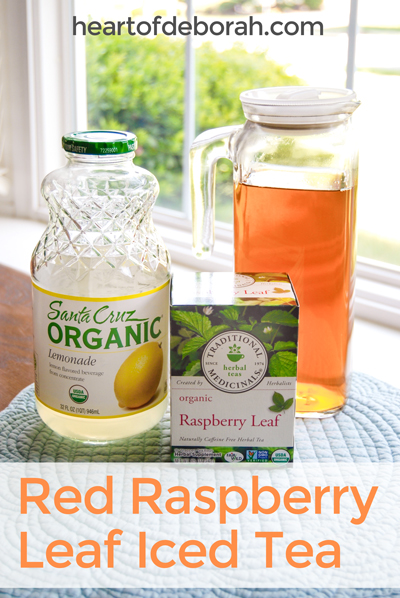 Drinking red raspberry leaf iced tea during pregnancy may ease labor pains. Here is a recipe for red raspberry leaf iced tea using lemonade as a sweetener. #recipe #pregnancy #redraspberry #naturalpregnancy