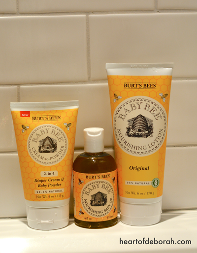 4 Ideas to Make Bath Time Fun! Also why we love bathing with Burt's Bees Baby Bee.