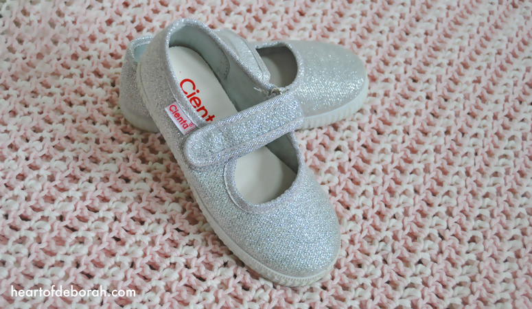 We love cienta shoes because they are eco-friendly, comfortable and designed to promote the natural development of children's feet. Read more about our cienta shoes review!