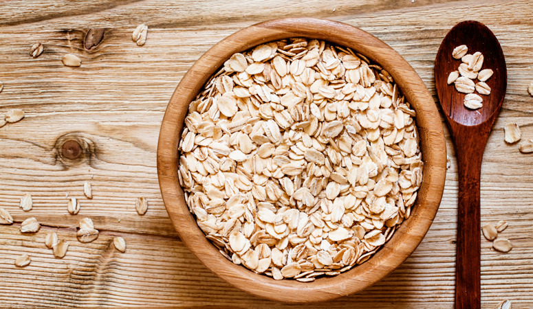 Feeding your baby is confusing! What kind of oatmeal should you give to your baby? Here is the difference between steel cut oats, rolled oats and baby oatmeal.