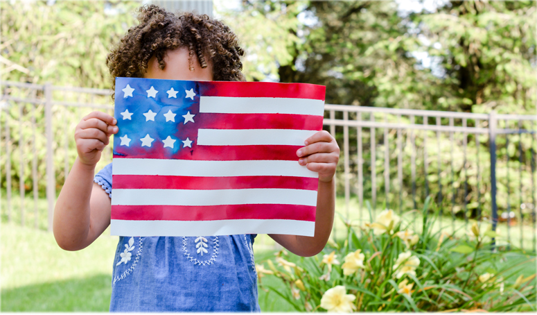 How adorable is this American flag kids craft! So easy to make and kids will love making this watercolor flag. Such a creative way to make a flag! Perfect for memorial day, the 4th of July or to cheer on Team USA at the olympics.