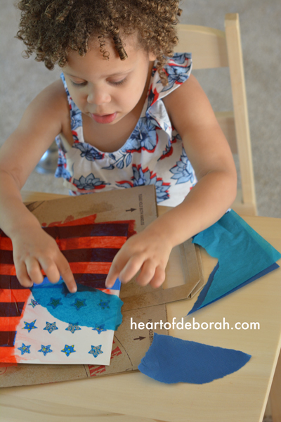 How adorable is this American Flag Kids Craft? Make this beautiful watercolor craft with your kids for 4th of July! What a fun American flag art project.