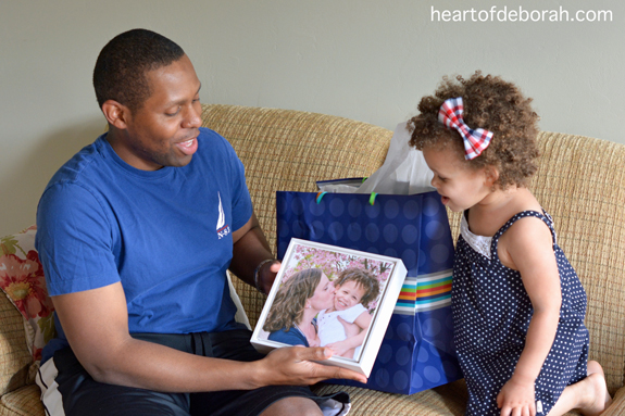 Want to create a personalized gift to honor your kid's daddy this year? Write a dear daddy poem to gift with your favorite family photos.