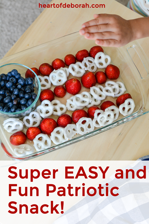 Super easy snack to celebrate 4th of July with kids! #fourthofjuly #kidssnack #healthysnack #patriotic