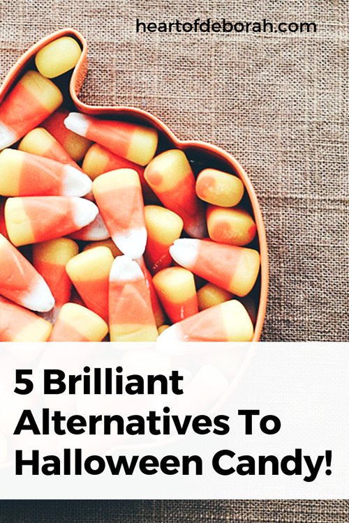 Don't love the idea of a sugar rush on Halloween? You can find alternatives to halloween candy that your kids will still love!!