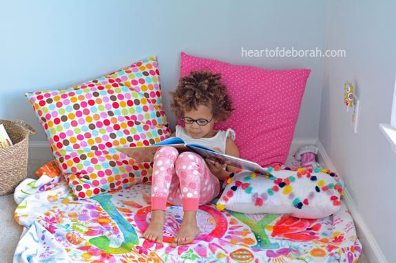 reading-corner-in-girls-bedroom