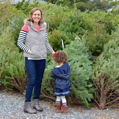 A favorite family Christmas tradition is heading to the farm and choosing a tree. Here are 4 tips to choosing the best Christmas tree this holiday season.