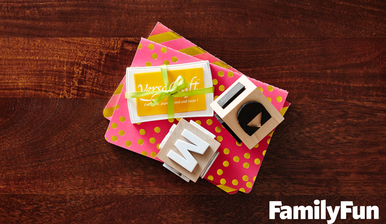 How adorable is this DIY Name Stamp Block?! Kid's will love stamping their own name and this is such an easy DIY gift idea from @FamilyFunmag