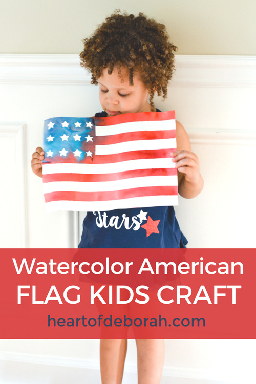 Looking for a fun American Flag Art Project? This is such an easy kid's craft perfect for summer. Celebrate the USA with this adorable craft!