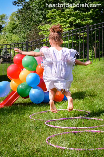 Looking for a fun children's activity this summer? Make an obstacle course for kids in your own backyard! Here are 6 easy and fun obstacles for young kids to enjoy.