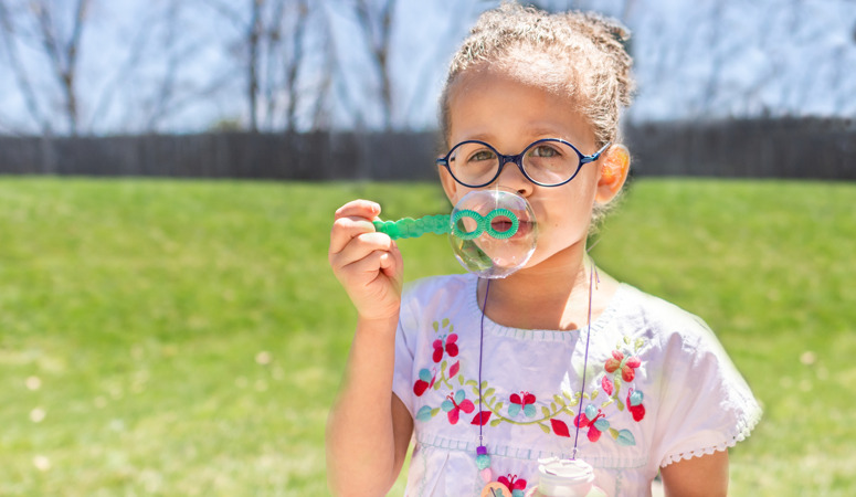 Every mom dreads hearing I'm bored!! So beat the boredom with this list of 30 easy summer activities for kids. Little to no preparation is required for these fun activities. Easy ideas for outdoor fun with your toddler and preschooler.