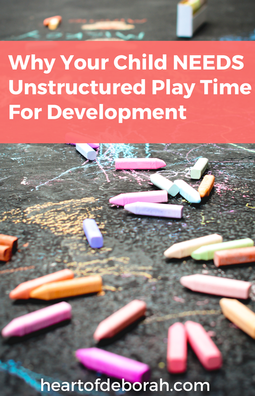 Independent play time or free play is so important for your child's development. But what do you do if your child won't play alone? Here are simple tips to encourage unstructured play in toddlers and preschoolers. #parenting #motherhood #toddler #pretendplay #playtime