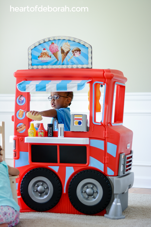 Awesome pretend play center for preschoolers! Build your own play food truck. Free menu and open sign printable to download! Your kids will love taking orders and ringing the bell when it's ready.