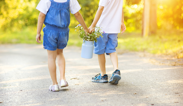 Family is everything! Do you want to encourage a strong and loving sibling relationship? Here are 5 secret ways to do this from a fellow mom and school psychologist. Help children create a lasting sibling bond.