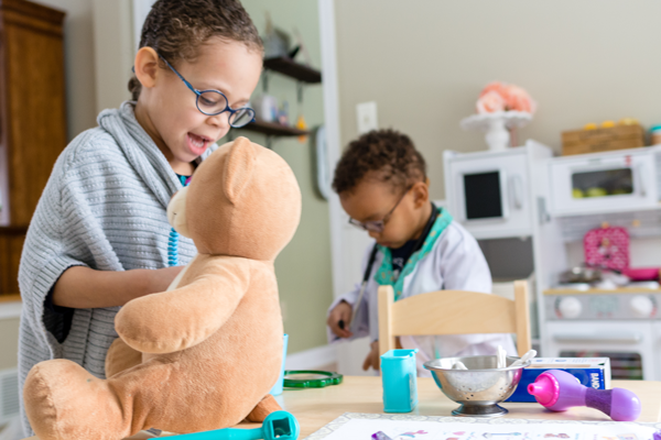 Preschoolers and young children love pretend play! Set up your own DIY pretend play doctor's office with these doctors printables. We used a Disney Junior Doc McStuffins theme and quickly set up our dramatic play center!