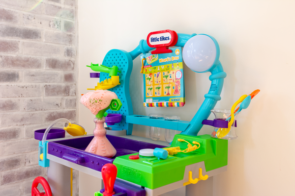 Use the Wonder Lab to build problem solving skills in your kids and build lasting memories together. It's the perfect educational toy that your kids won't want to stop playing with.