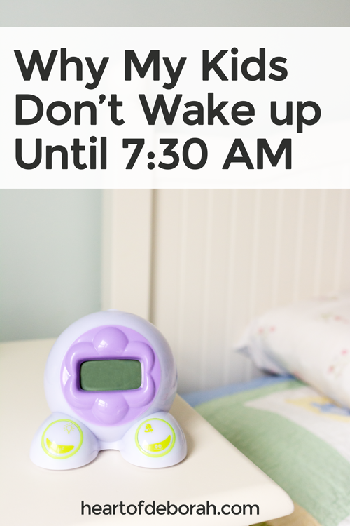 Morning time was so important to me before kids and I was tired of using my kids as my alarm clock. Do you wake up before your kids? Here are a few reasons why our kids stay in their rooms until 7:30 AM!