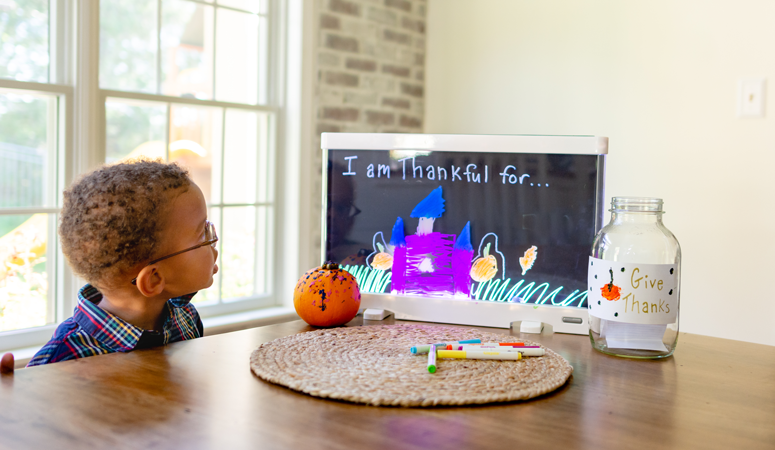 Teach your kids gratitude this Thanksgiving with three easy kids crafts!