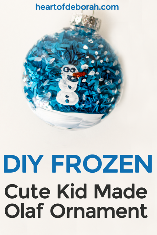 How adorable is this Olaf fingerprint ornament inspired by Frozen!? Your toddler will love making their own keepsake ornament this Christmas.