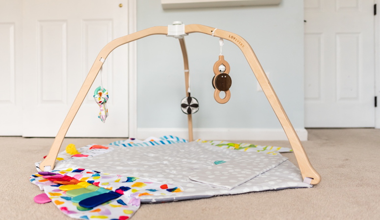 There are so many baby toys on the market! This is the best baby play gym to entertain your baby and help your infant grow and learn.