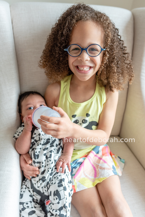 7 Meaningful Ways for Siblings to Bond with New Baby Sibling