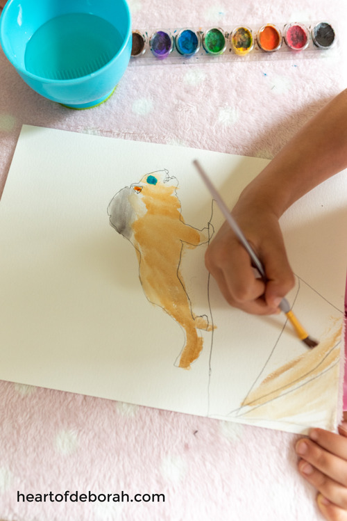 An easy way to make a lion. Trace a lion figure and then watercolor it in! Add this to your lion king kids craft.