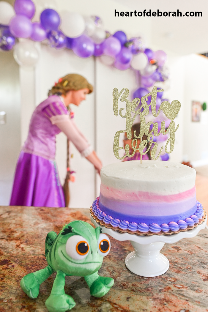 Best day ever Rapunzel birthday cake. How adorable is this Disney themed kids artist birthday party!?