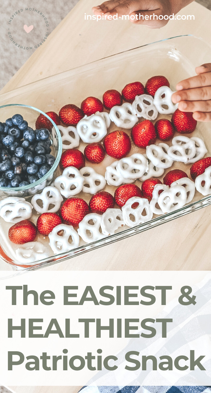 This is such a super easy snack to celebrate 4th of July with kids! A healthy snack option that kids will love to make in the kitchen.