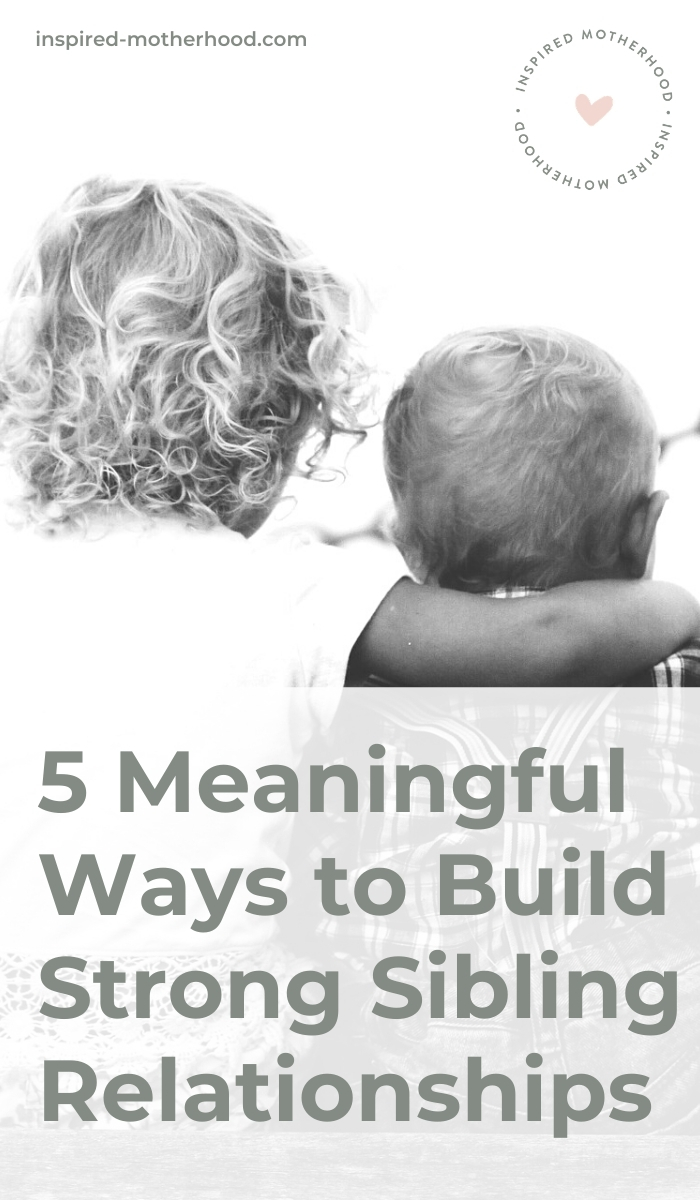 Start building your children's sibling relationship from the beginning. Your kids can be friends and you can find ways for your family to connect. Here are 5 secrets to building a sibling friendship!